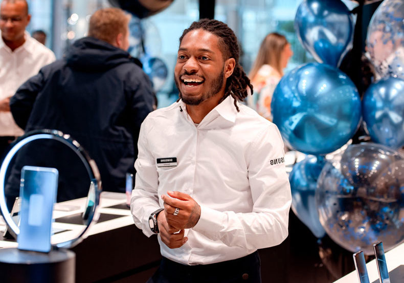 Assistent-store-manager-Samsung-experience-store